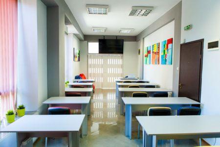 Img-academy-google-hall-training-room-7